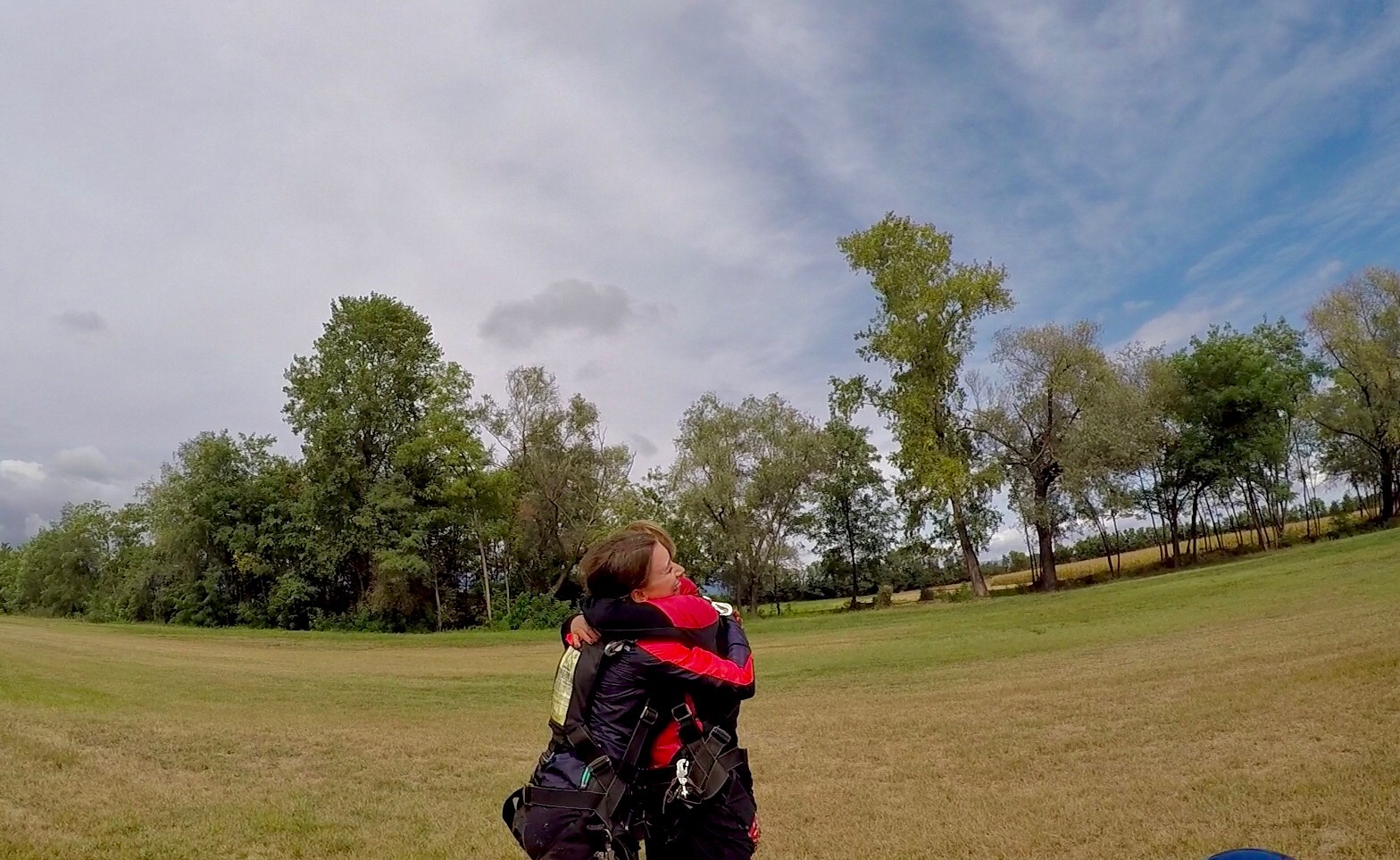 mum&daughter_skydiving_lustforthesublime