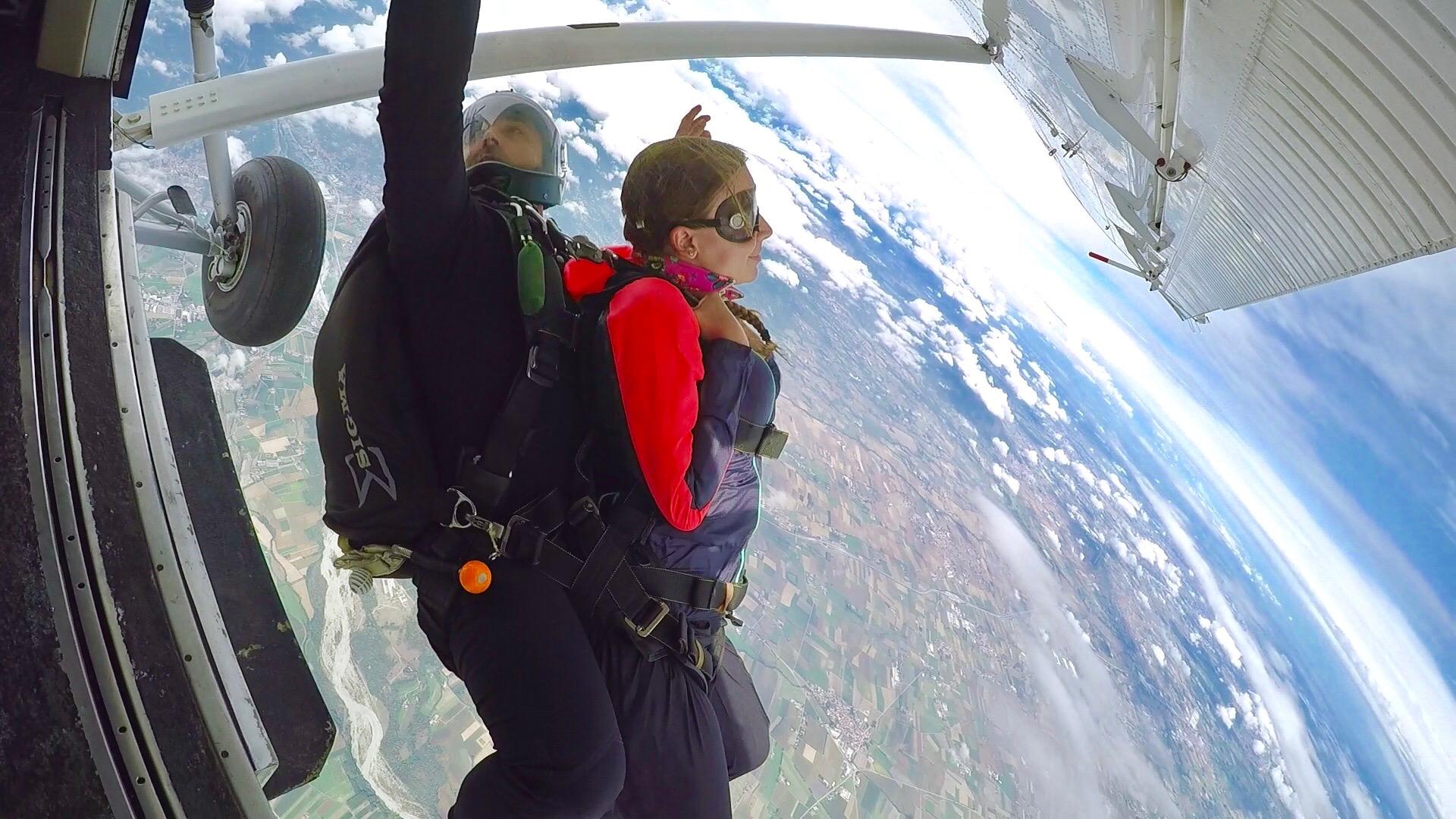 carlotta_skydiving_lustforthesublime