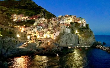 manarola-night-cinque-terre-italy-lustforthesublime