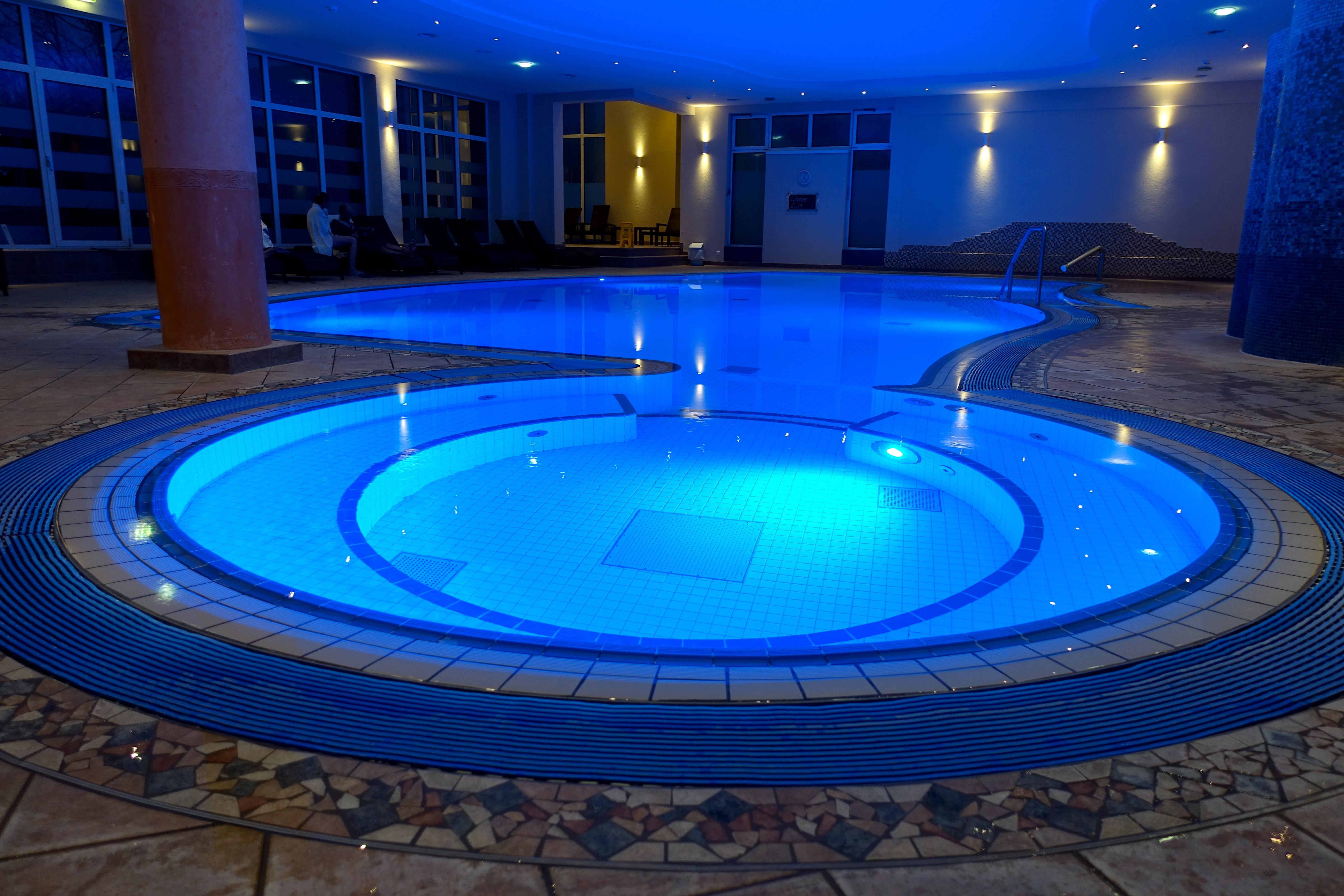 steigenberger-hotel-hamburg-pool-lustforthesublime