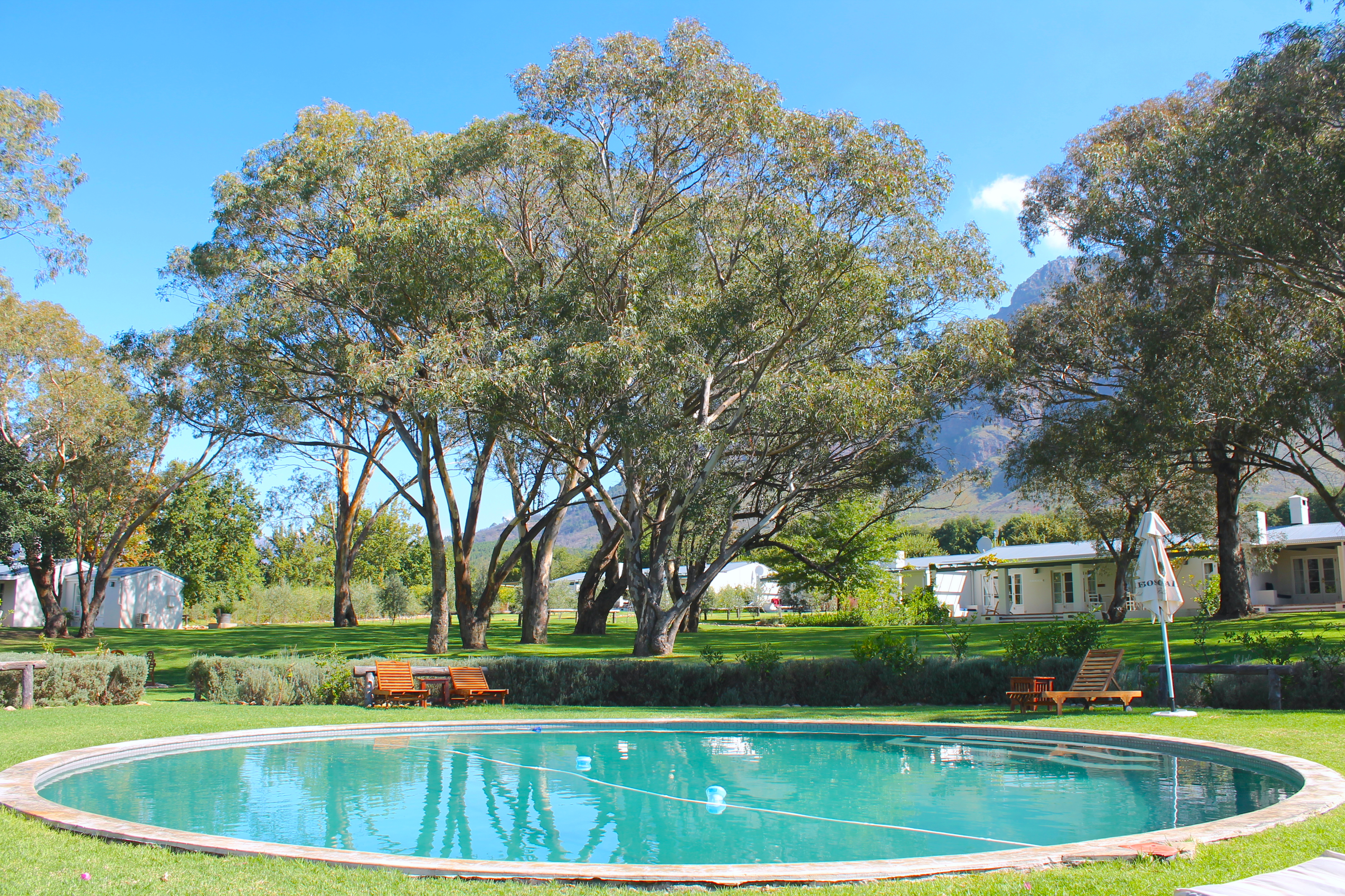 orchard-cottage-pool-boschendal-southafrica-lustforthesublime