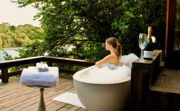 bath-outdoor-royalchundu-lustforthesublime