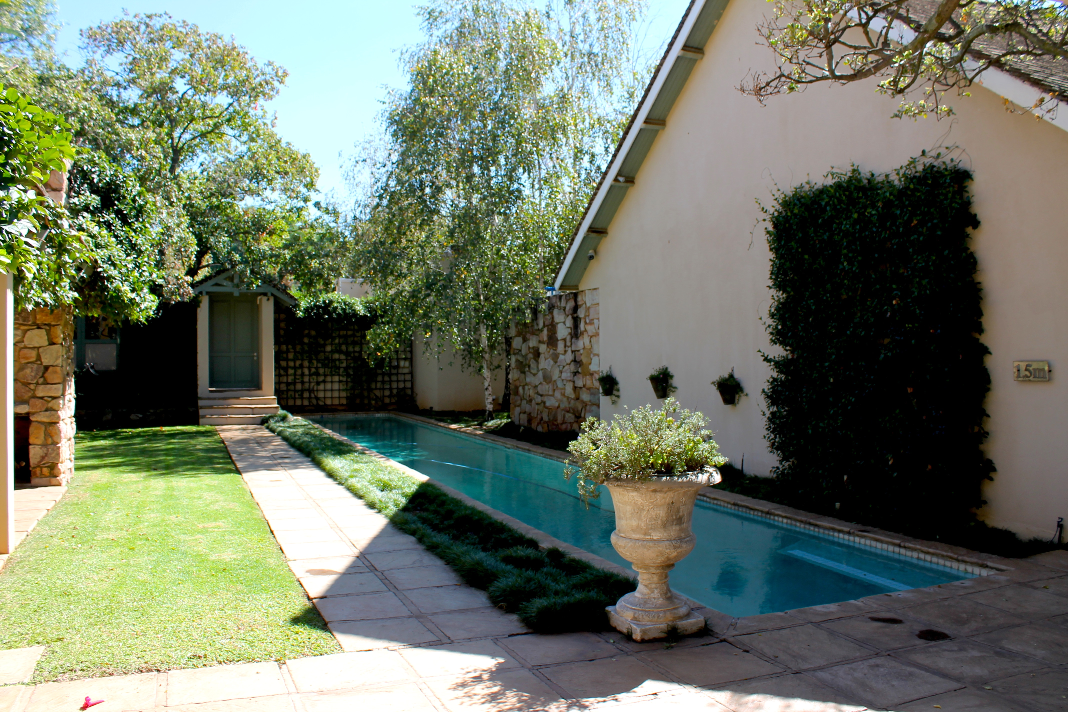 parwood-hotel-pool-johannesburg-lustforthesublime