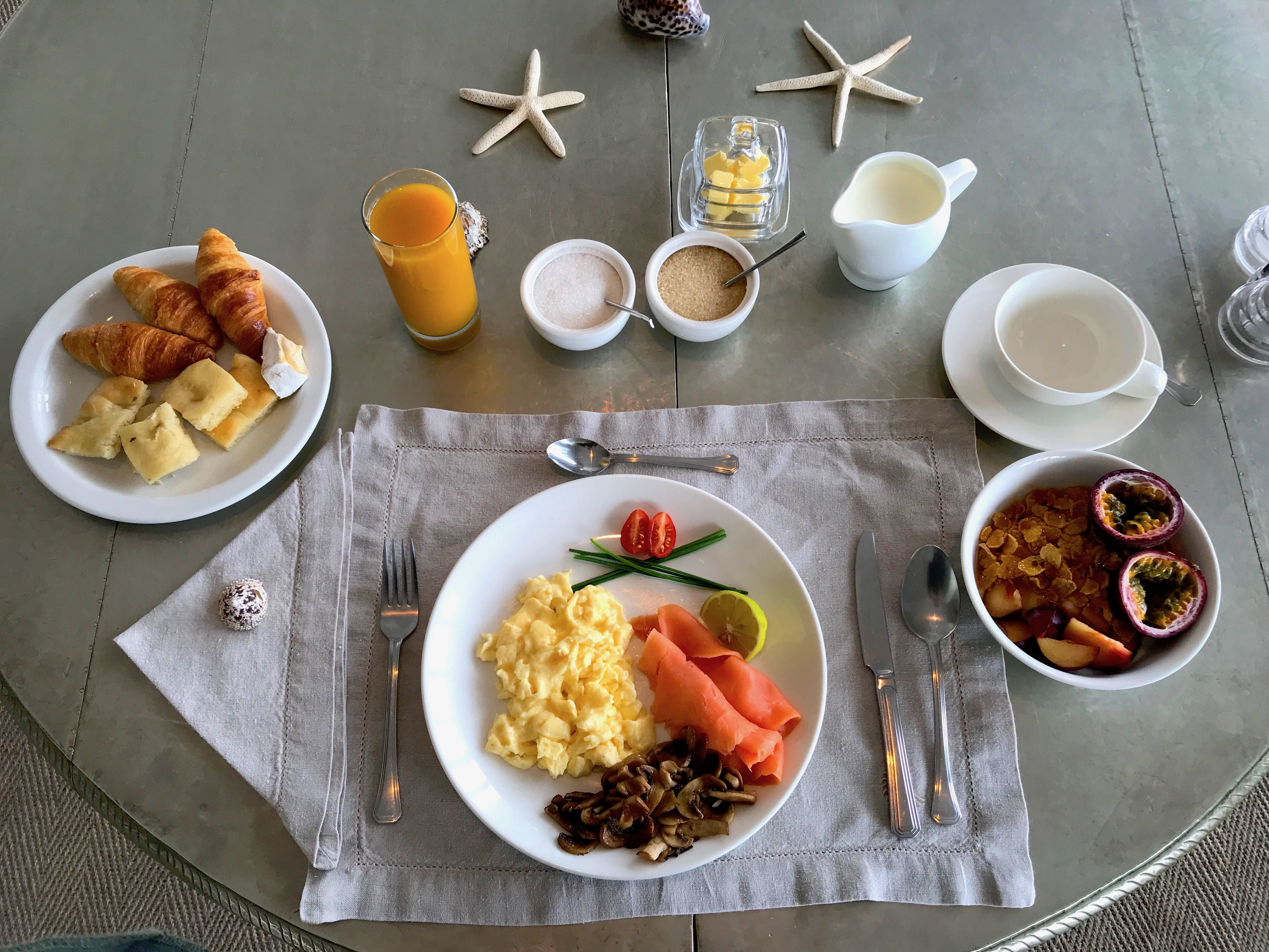 breakfast-campsbay-seafivehotel-lustforthesublime