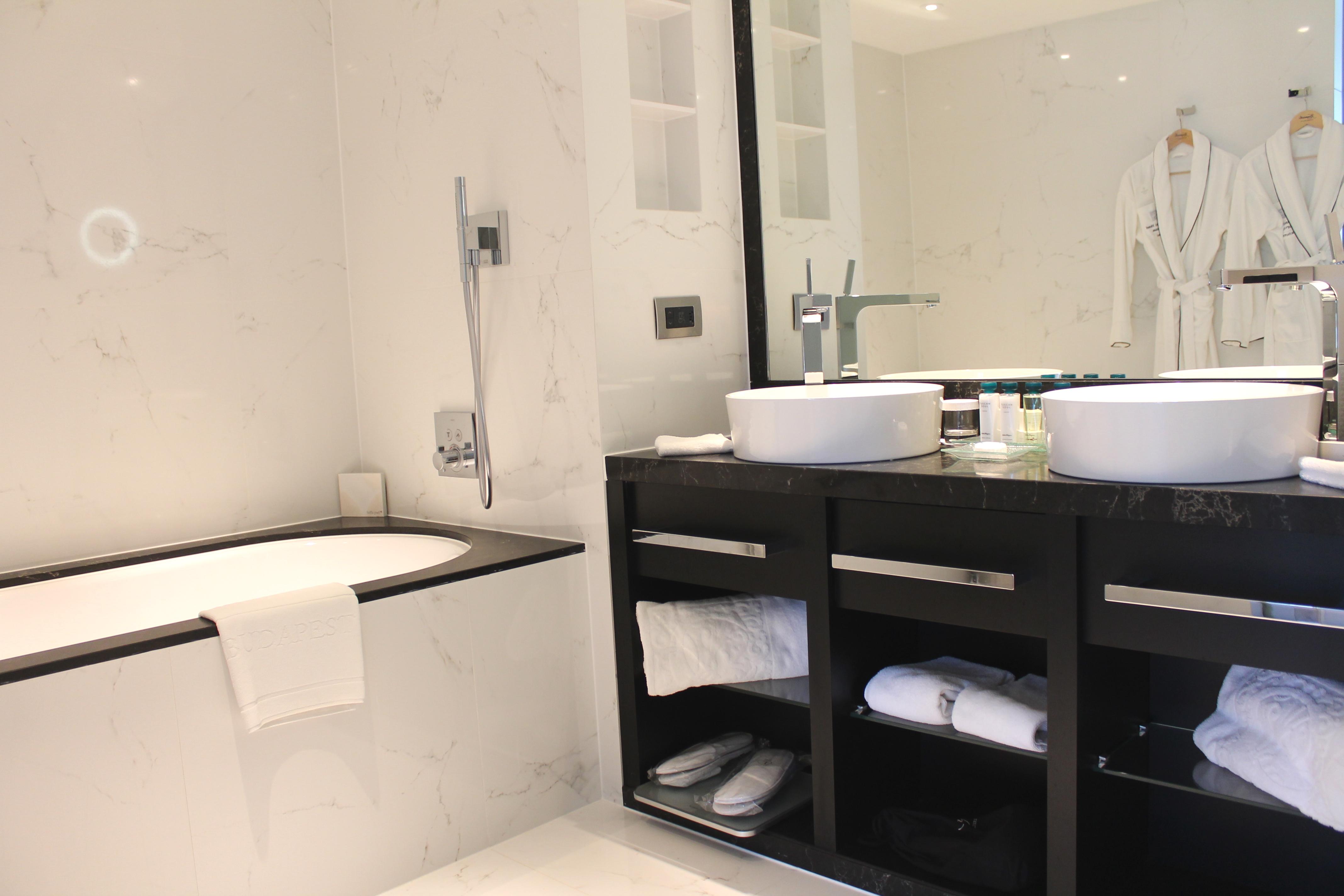 suite-bathroom-kempinski-budapest-lustforthesublime