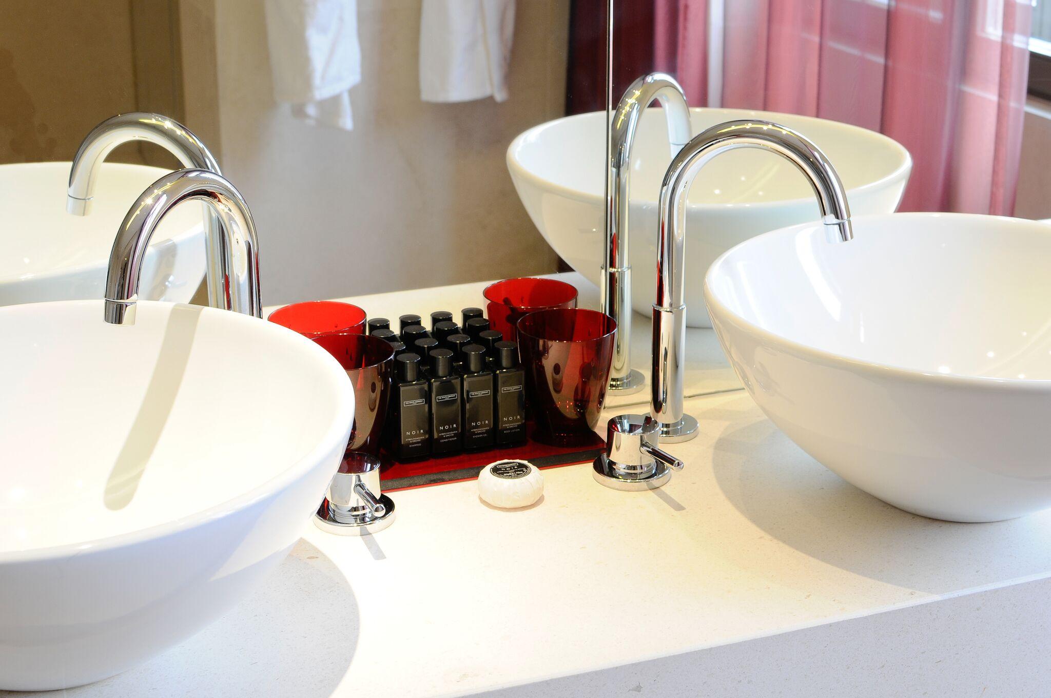 toilet-producat-buddha-bar-hotel-budapest-lustforthesublime