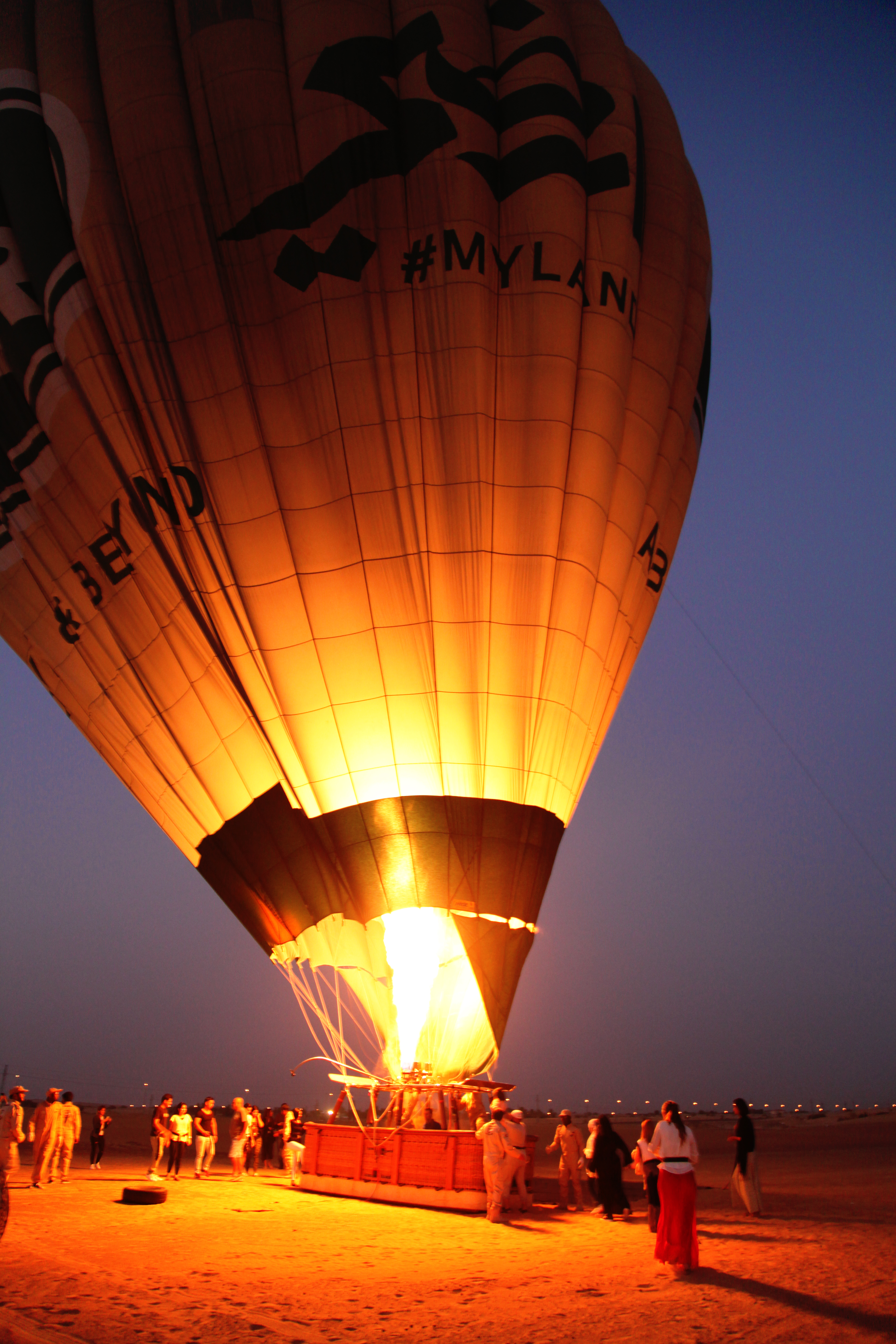 hot-air-balloon-dubai-desert-lustforthesublime