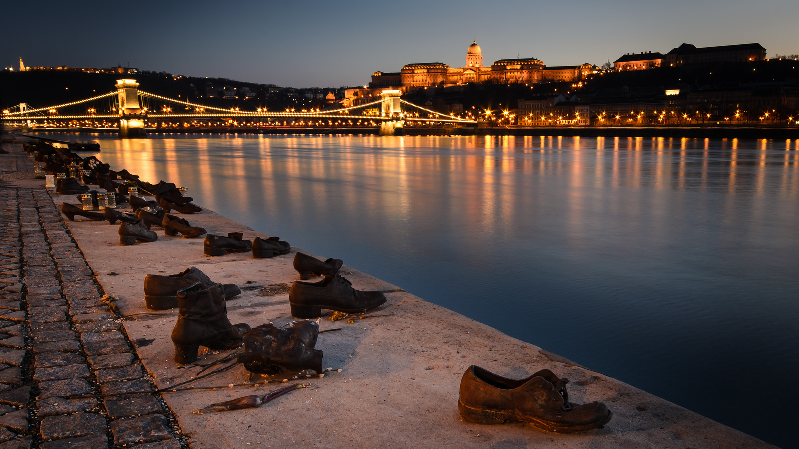 shoes-monument-budapest-lustforthesublime