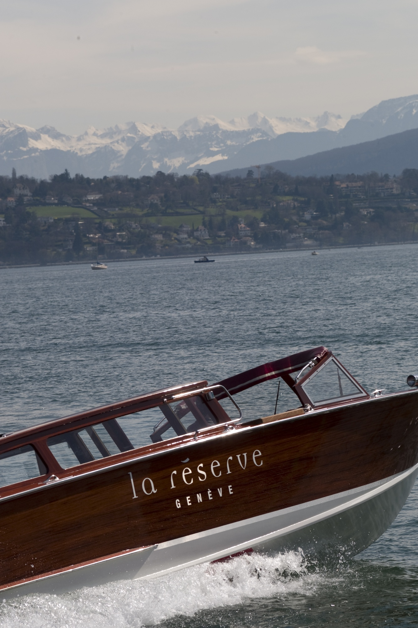 private-boat-la-reserve-geneva-luxury-lustforthesublime